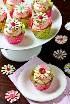 gastrogirl:    pistachio cupcakes with pink champagne frosting.