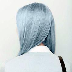 """Глубокий холодный голубой цвет лучше """"ляжет"""" на светлые волосы"""