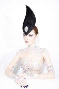 New Ideas for hat fashion design philip treacy Millinery Hats, Fascinator Hats, Caroline Reboux, Philip Treacy Hats, Mad Hatter Hats, Monochrome Fashion, Fancy Hats, Whimsical Fashion, Derby Hats