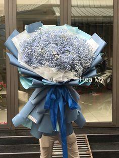 Baby xanh luôn là món quà sinh nhật đốn tim mọi cô gái. Hoa đẹp, nhẹ nhàng và để làm hoa khô rất đẹp. Chưng được cả năm.                  HOA TƯƠI HOA MỸ  🌈HOTLINE: 0978 771 147 (zalo,viber) 🌈 HOTLINE: 0907 541 847(zalo,viber) 🏡416/3 NGUYỄN ĐÌNH CHIỂU,P.4,Q.3 TPHCM 🌸Website:hoatuoihoamy.com 🌺Fanpage: hoa tươi Hoa Mỹ 🚒GIAO HOA TẬN NƠI-BAO VAT Boquette Flowers, Beautiful Bouquet Of Flowers, Girls With Flowers, Luxury Flowers, Single Flower Bouquet, Flower Bouquet Diy, Modern Flower Arrangements, Flower Packaging, Gypsophila