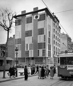 Bloque de casas en la Marina, de Jose Antonio Coderch, Año 1952 , al Passeig Joan de Borbó, barri de la Barceloneta, Barcelona