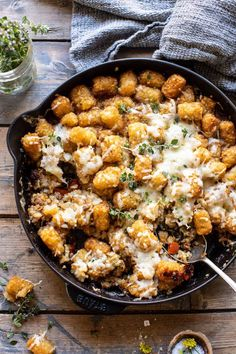 One Skillet French Onion Tater Tot Casserole. - Half Baked Harvest - - This dish is easy, takes just about an hour to make, is cheesy, heavy on the potatoes, and all-around delicious! Bon Dessert, Tater Tot Casserole, Chicken Noodle Casserole, Beef Casserole, Cooking Recipes, Healthy Recipes, Kale Recipes, Bean Recipes, Sausage Recipes