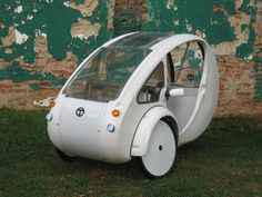 The Elf, by Organic Transit. An solar-electric-pedal powered trike. Cool gadgets, products, and cars Solar Energy Panels, Best Solar Panels, Solar Energy System, Solar Power, Motorized Trike, Power Wallpaper, Reverse Trike, Solar Projects, Power Cars