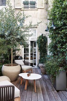 14 of our favourite Parisian houses - Vogue Australia Outdoor Rooms, Outdoor Gardens, Outdoor Living, Outdoor Decor, Outdoor Lounge, Backyard Patio, Backyard Landscaping, Small Courtyards, Dream Garden