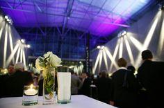 Netzwerken bei Blumen und Kerzenschein. Im FOYER <Teil A>.
