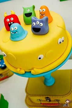 Colorful monster cake for Monster Party. Monster Birthday Cakes, Monster Birthday Parties, Cake Birthday, Monster Cakes, Monster Art, Boy Birthday, Birthday Ideas, Cute Cakes, Fancy Cakes