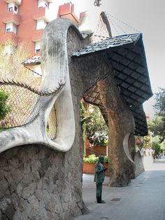Gaudi in front of his work