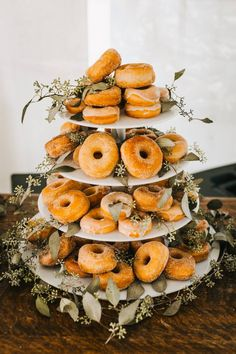 12 Trendiest Ways to Make a Rustic Wedding Cake rustic wedding cakes for fall-cute donut wedding cake with different favors, decorated with foliage Always aspired . Donut Wedding Cake, Vegan Wedding Cake, Wedding Donuts, Floral Wedding Cakes, Wedding Cake Rustic, Wedding Cake Designs, Fruit Wedding, Wedding Sweets, Romantic Wedding Inspiration