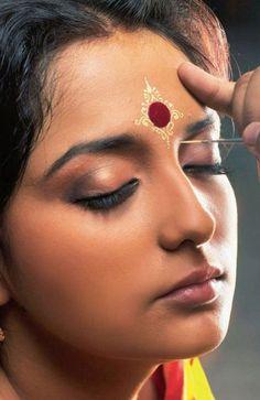Bengali Bridal Makeup With 10 Amazing Pics And Videos Bengali Bride, Bengali Wedding, Indian Skin Makeup, Eye Makeup, Bride Makeup, Wedding Makeup, Mehndi, Bridal Makeup Images, Bengali Bridal Makeup