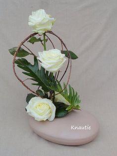 Osier et roses blanches