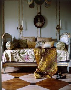 An inviting French daybed for long, intimate conversations or that midday nap. Bad Inspiration, Interior Inspiration, Home Interior, Interior And Exterior, Interior Designing, Interior Modern, French Daybed, Painted Floors, Painted Wood
