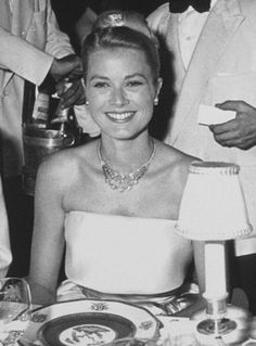 Princess Grace of Monaco - 09 Moda Grace Kelly, Grace Kelly Style, Princess Grace Kelly, Princess Caroline Of Monaco, Lana Turner, Will Turner, Old Hollywood, Hollywood Actresses, Classic Hollywood