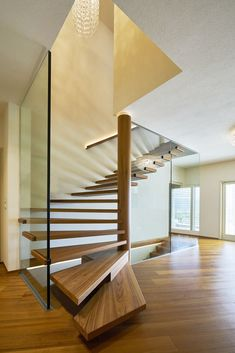 Upgrade Floating Stairs For Your Decoration This Year 01 Staircase Runner, New Staircase, Floating Staircase, Staircase Design, Stair Design, Simple Porch Designs, Glass Stairs Design, Mobile Home Porch, Cantilever Stairs