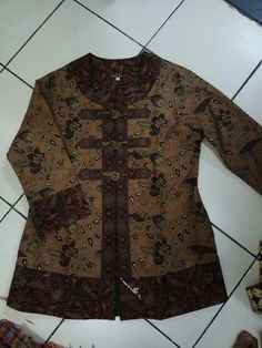 Blouse Batik, Batik Dress, Blouse Patterns, Clothing Patterns, Batik Fashion, Kebaya, Dress Codes, Diana, Models