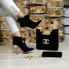 Louis Vuitton Monogram Empreinte Leather Pochette Metis Handbag Article: Made in France – The Fashion Mart Chanel Handbags, Fashion Handbags, Fashion Bags, Fashion Shoes, Chanel Bags, Versace Boots, Lv Sneakers, Balenciaga Bag, Chanel Shoes