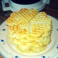 Waffelteig Dory, Yummy Cakes, Waffles, Muffins, Deserts, Food And Drink, Sweets, Breakfast, Crepes