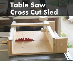 This table saw cross cut sled features an expandable clamp system running on aluminum tracks. Table saws come in all sizes, with different sized tops ...