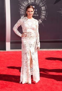 OnoBello - Katie Stevens looked stunning in a floor-length white lace gown - VMA 2014