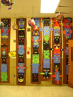 My fifth graders have recently been studying Native American culture in history class, so I thought it was time to create Totem Poles again. 4th Grade Social Studies, Teaching Social Studies, Teaching Art, 5th Grade Art, Third Grade, Grade 3, Fourth Grade, Design Floral, Ecole Art
