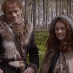 Father and daughter. Outlander Behind the scenes Outlander Season 4, Outlander Casting, Outlander Tv Series, Hp Movies, Tartan, Sam Heughan Outlander, Gabaldon Outlander, Into The Fire