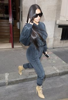 Kim Kardashian Photos Photos - Reality TV star Kim Kardashian was seen shopping at Azzedine Alaia and Hermes in Paris, France on October 1,  2016. - Kim Kardashian Goes Shopping In Paris