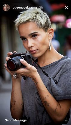 Hated it at first but rather love it now. Damaging though #zoekravitz #croppedhair