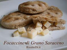 ☼ Focaccine di Grano Saraceno ☼ troppo glutine ti crea problemi? Prova queste focaccine di grano saraceno. Non è un prodotto per celiaci (nell'impasto c'è anche semola di grano duro), ma è comunque un ottimo sostituto del pane con un occhio alla percentuale di glutine ;-) http://ricettedi.it/cucina/2015/01/focaccine-di-grano-saraceno/