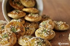{recipe} Homemade crackers with olive oil, herbs and seeds. (in Greek with translator) Homemade Chips, Homemade Crackers, Greek Cooking, Cooking Time, Flour Recipes, Cooking Recipes, The Kitchen Food Network, Party Finger Foods, Breakfast Snacks