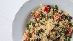 Salát quinoa s adzuki Quinoa, Fried Rice, Fries, Oatmeal, Breakfast, Ethnic Recipes, Food, Diet, The Oatmeal