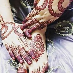 Mehndi is an art where an artist applies various henna tattoos on a girl's hands feet and other body parts. Mehndi Designs for bridals are amazing body art. Mehndi Desgin, Mehndi Designs Feet, Modern Mehndi Designs, Mehndi Designs For Fingers, Beautiful Mehndi Design, Arabic Mehndi Designs, Bridal Mehndi Designs, Mehndi Art, Mehndi 2018