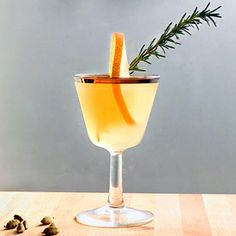 The flavors of juicy pear and a fir tree combine into a flavorful woodsy, wintery drink.