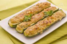Le zucchine ripiene alla ligure, fanno parte di quei piatti regionali molto antichi, che derivano dalla tradizione contadina, e quindi di uso comune nelle famiglie.
