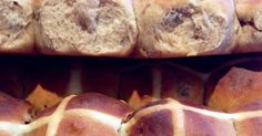 Recipe Best Hot Cross Buns - light & fluffy by BethyN, learn to make this recipe easily in your kitchen machine and discover other Thermomix recipes in Baking - sweet. Thermomix Bread, Thermomix Desserts, Sweet Recipes, Cake Recipes, Bread Recipes, Easter Lunch, Hot Cross Buns, Easter Treats, Easter Recipes
