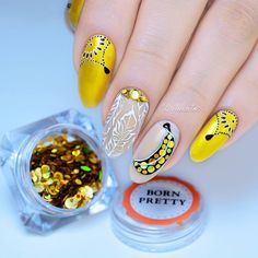 Holographic gold sequin #naildesign shared by @@milunatas. More details shared in bornprettystore.com.   #nailart