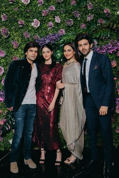 Kartik Aaryan, Sonakshi Sinha with Ananya Panday and Sikander Kher Bollywood Actors, Bollywood Celebrities, Cute Clothing Stores, Indian Heroine, Deepika Padukone Style, Bridesmaid Dresses, Wedding Dresses, Wedding Outfits, Ganesha Pictures