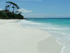 Beyaz Kumsal, Hyams Kumsalı Avustralya'da bulunan Hyams Kumsalı, Guinness Rekorlar Kitabı'na dünyanın en beyaz kumsalı olarak adını yazdırmış.
