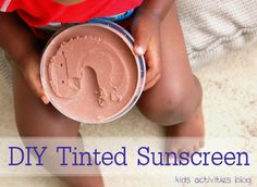 DIY Tinted Sunscreen Recipe Regular sunscreen has chemicals and leaves white streaks on my chocolate boys. We made our own tinted sunscreen recipe! Homemade Spa Treatments, Homemade Sunscreen, Homemade Facials, All Natural Sunscreen, Salud Natural, Face Masks For Kids, Homemade Beauty, Diy Beauty, Beauty Hacks