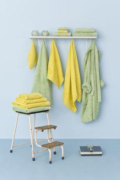 Color en tu baño http://www.lamallorquina.es/