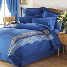Coordinado Edreduvet Balneare El edredón Balneare de Intima Hogar es un producto destacado de la colección por su bello color azul y los detalles en combinación que invitan al descanso y la relajación.