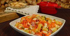 para cuatro raciones     Ensalada Primavera    INGREDIENTES:   .Cuatro patatas  .Dos huevos  .100 grs de zanahoria rallada  .Un bote pequeñ...