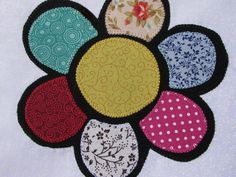 Dish cloths with Flor Romero rereading in patchaplique. Color of the bar to match. Cat Art, Cotton Fabric, Patches, Dishes, Quilts, Sewing, Pattern, Color, Bar