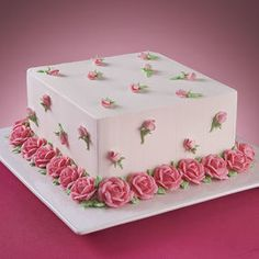 Abundant Roses Cake - A simple white cake can instantly become a vision of beauty with the addition of roses and rose buds. Make this magic happen on your cake for a special occasion Pretty Cakes, Beautiful Cakes, Amazing Cakes, Fancy Cakes, Mini Cakes, Cupcake Cakes, Cake Fondant, Birthday Cakes For Women, Birthday Cupcakes
