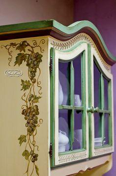 Роспись буфета, ручная роспись мебели