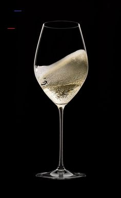 The perfect wine glass: 7 tips for matching shape to grape | Christie's - #wineglass - The profile of your stemware can have a big impact on the taste of what's inside, as our experts explain... Wine Glass Candle Holder, Wine Glass Set, Glitter Wine Glasses, Stemless Wine Glasses, Moet Chandon, Gifts For Wine Drinkers, Exposition Photo, Glass Photography, Shape Matching