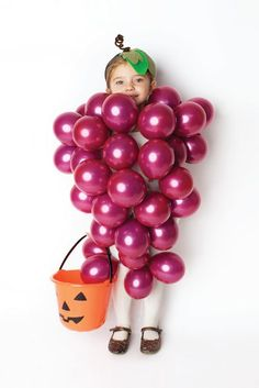 Bunch of grapes DIY Halloween costume with balloons for kids!