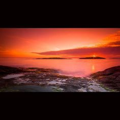 Sunset Årabrotsholmane Haugesund Norway.  #NikonTop #DiscoverEarth #PhotoOfTheDay #Photo #PhotoShoot #Pic #Pics #Travel #TravelPhotography #PicOfTheDay #Travelling #Traveling #InstaTravel #InstaGo #Vacation #IgTravel #Amazing #Holiday #Trip #Tourism #Worlderlust  #VisitHaugesund #VisitNorway #Haugesund #Norway #DestinasjonHaugalandet #TheBestOfScandinavia #sunset #Sun #skies by yorapix