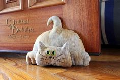 Cats Toys Ideas - pattern came from SewCutePatterns and is called Attack Cat converted to a door stop - Ideal toys for small cats Sewing Toys, Sewing Crafts, Sewing Projects, Cat Crafts, Kids Crafts, Softies, Porte Diy, Fabric Postcards, Ideal Toys