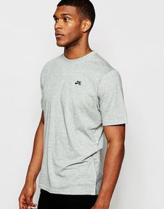 """T-shirt by Nike Skateboarding Soft-touch jersey Crew neck Embroidered logo Woven back panel Longline cut Cut longer than standard length Machine wash 58% Cotton, 42% Polyester Our model wears a size Medium and is 188cm/6'2"""" tall"""