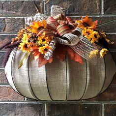 Dollar Tree Pumpkins, Burlap Pumpkins, Fall Pumpkins, Pumpkin Door Hanger, Pumpkin Wreath, Fall Crafts, Arts And Crafts, Diy Crafts, Fall Wreaths