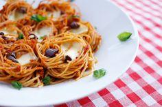 Maria Uldahl - Grønn matglede: Pastareder med hjemmelaget, rød pesto